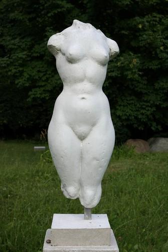 KuhleW_wk10_grosser-weiblicher-torso-vorn